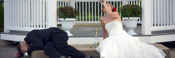 a-wedding-couple-drink-alcohol
